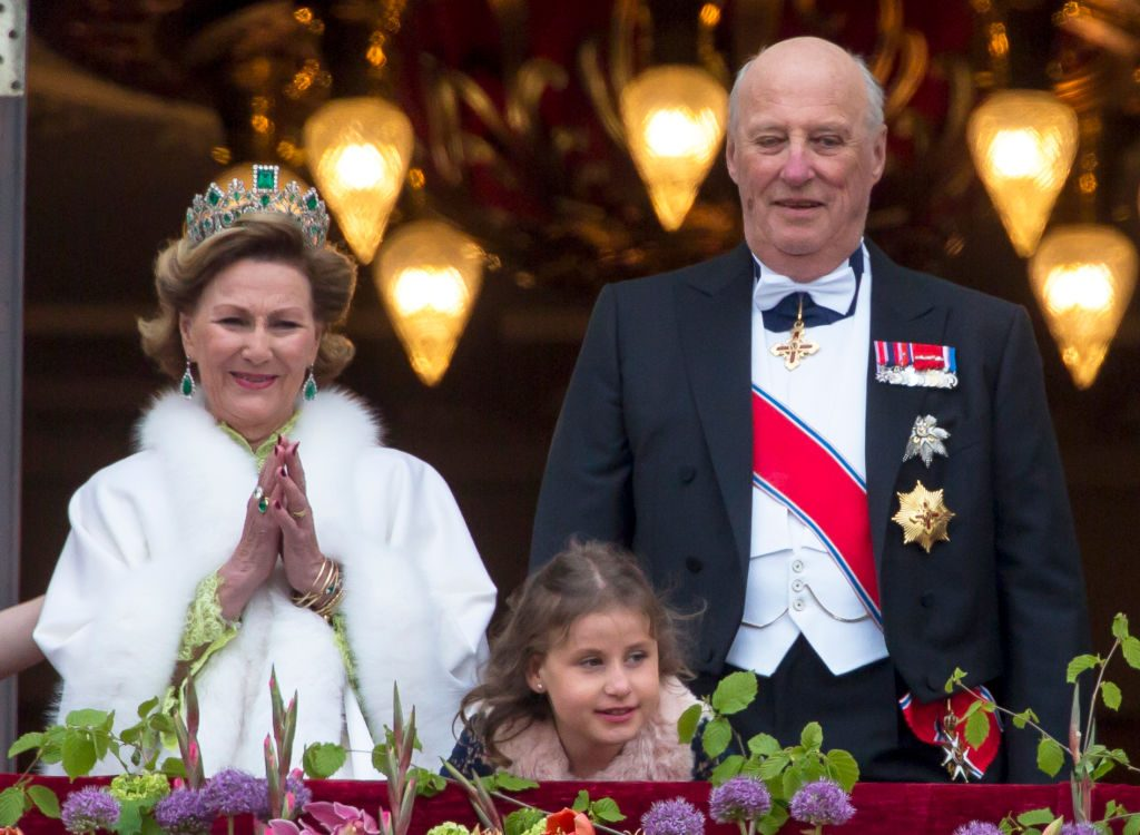 OSLO, NORWAY - MAY 09: Queen Sonja of Norway, Emma Tallulah Behn, King Harald of Norway, attend an official Gala dinner at the Royal Palace, in Oslo, as part of The Celebrations of the 80th Birthdays of King Harald and Queen Sonja of Norway. on May 9, 2017 in Oslo, Norway. (Photo by Julian Parker/UK Press via Getty Images)